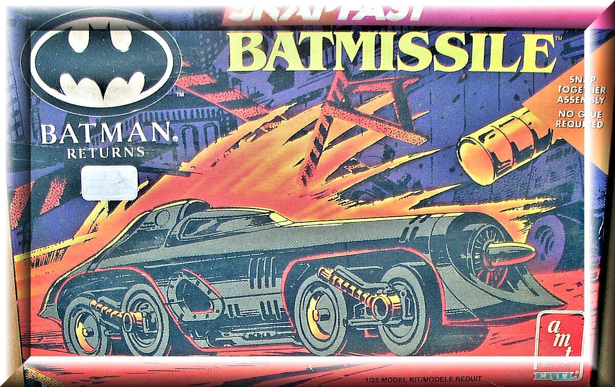 """Модель склейка из кинофильма """"Бэтман"""". Масштаб 1:24."""