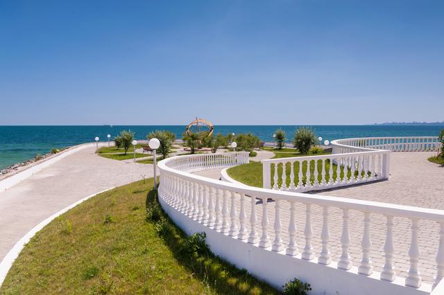 Продам участок, с видом на море, в элитном коттеджном городке