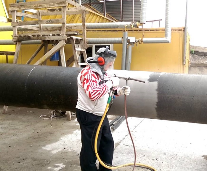 Пескоструйная обработка труб и металлопроката.