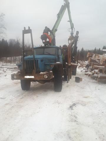 Продам урал лесовоз 2012года с Фискарс атлант 90 2013 года