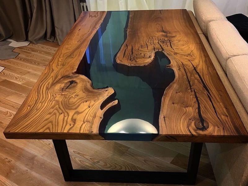 Стол из слэба с заливкой эпоксидной смолой